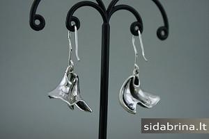 Kabantys sidabriniai auskarai - AUM521