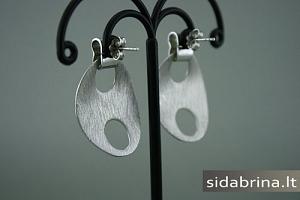 Kabantys sidabriniai auskarai - AUM578