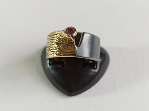 Žiedas su korundu - ZDM1592