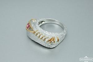 Žiedas su rožiniu safyru - ZDM887