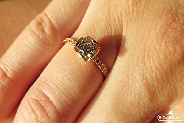 Auksinis žiedas - ZDA022