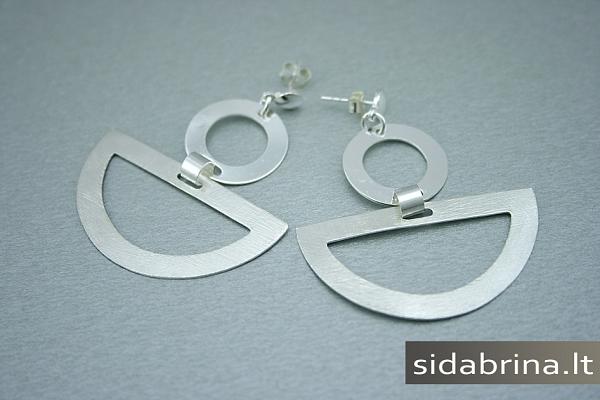 Kabantys sidabriniai auskarai - AUM435